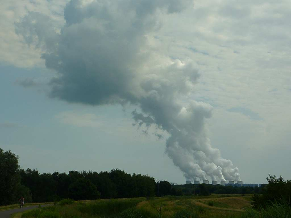 Wolke aus 9 Kühltürmen - Kohlekraftwerk Jänschwalde